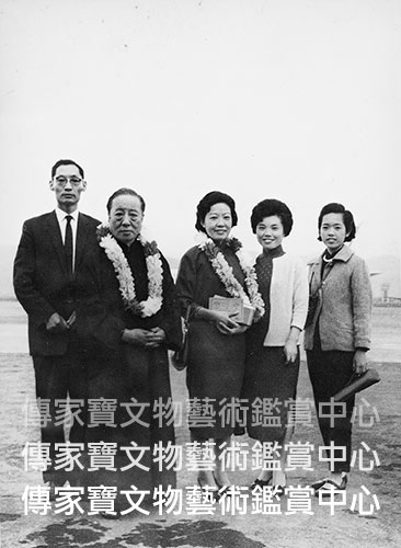 圖37. 1963年溥老自香港返國先父家母於台北松山機場接機