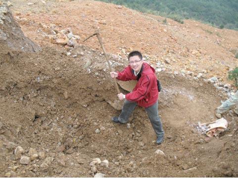 在廢料中挖掘