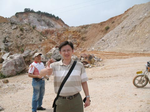 將軍洞芙蓉(因開採工業用蠟石礦坑位址被破壞成露天礦場)